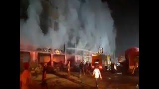 سيارت إطفاء البترول تشارك في السيطرة علي حريق مصنع ...