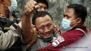 Tangis Keluarga Iringi Rekonstruksi Pembunuhan Dalang di Rembang