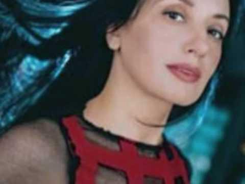 Canciones Tristes: Luz Casal - Besaré el suelo