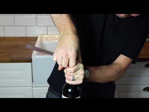Öppna vinflaska utan korkskruv