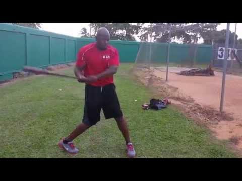 Como seguir la bola con las manos al batear