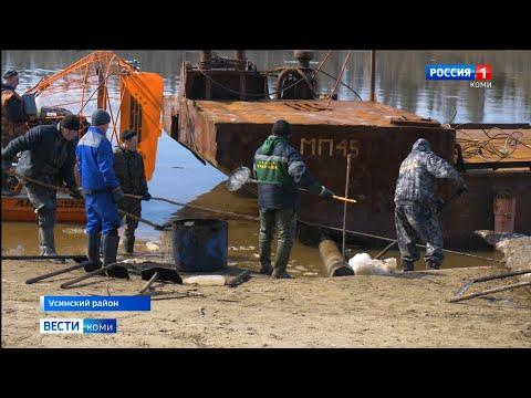 На Колве ведутся работы по очистке берегов от нефти