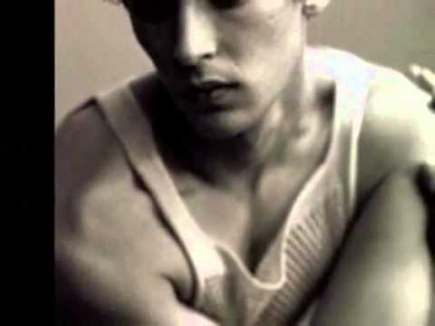 Breaking The Gender Role Mold: Androgyny.wmv