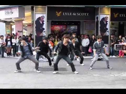 【TVXQ】【F(x)】【SHINee】【2NE1】西門町街頭表演 by Flight! & 東方亂舞團