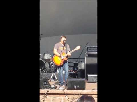 Edwin McCain sings Crazy (acoustic finale at the Taste of Danbury)
