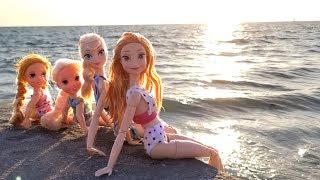 Super Beach day ! Elsa & Anna toddlers - Barbie - sand play - water fun - splash - sunset
