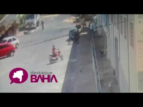 Por um Triz: Motociclistas são salvos como que por milagre durante acidente em Brumado