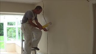 How to fix cracks in ceilings and walls