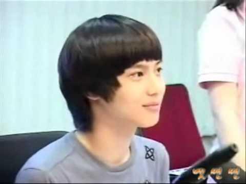 Taemin is surprised @ JongHyun's cracked voice (longer version)