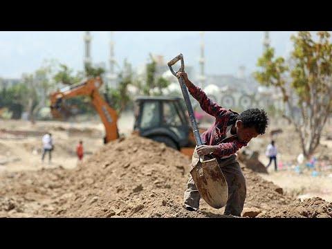 Yemen'de Covid-19 | 'Mezar talebini karşılamak için buldozer kiralamak zorunda kaldık'