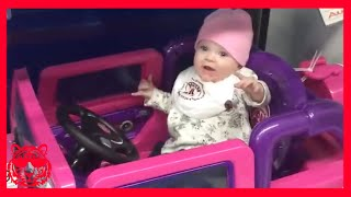 TRY NOT TO LAUGH - الطفل لديه مشكلة في لعب سيارة #2★ فيديو مضحك