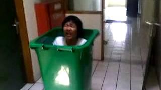 Crazy Trash Bin (DW).mp4