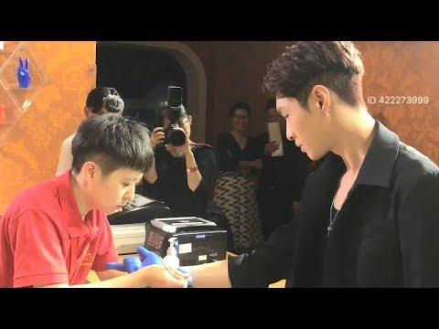 170908 张艺兴 Zhang Yixing LAY Madame Tussauds Tour + Wax Figure Reveal