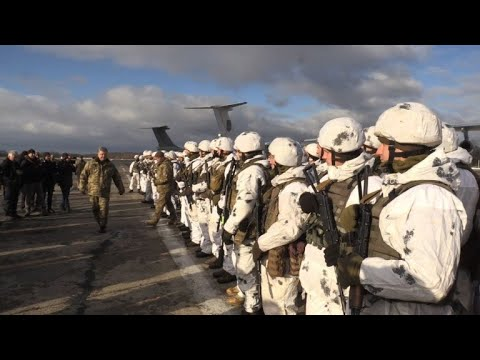 Poroshenko meets Ukrainian soldiers preparing to head east