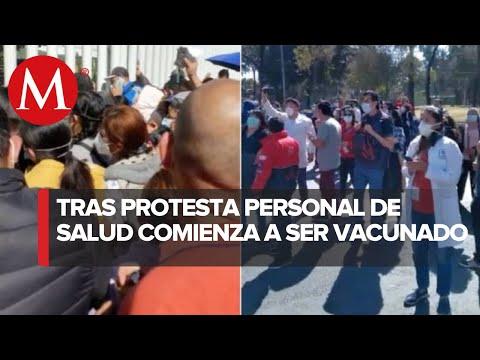 Vacunan contra covid-19 a personal médico que protestó en Iztapalapa