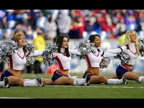 Hot nfl cheerleader flashes crowd