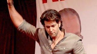Hrithik Roshan's Live Performance On Raghupati Raghav Song @ Dandiya !