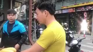 Xuân Bắc - Nam Tào bán bánh mì chiều 30 tết