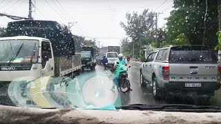 Xe cứu thương làm nhiệm vụ và ý thức tồi của người đi đường