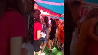Cô gái xinh đẹp măng tôn nhảy đám cưới nhạc sàn cực mạnh