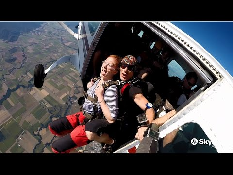 video Cairns 7,500ft Tandem Skydive 'Go Low'