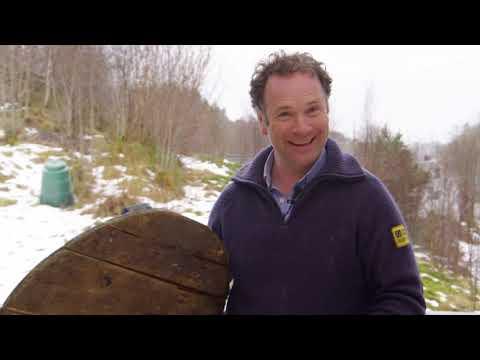 Se Andreas og Einar i Tid for hjem lage smart løsning for maling av stoler!