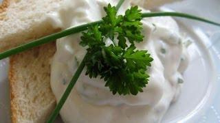 Sour Cream mit Zwiebeln und Kräutern