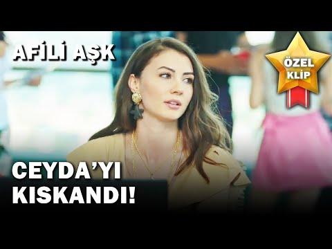 Ayşe, Kerem'i Ceyda'dan Kıskanıyor! - Afili Aşk Özel Klip