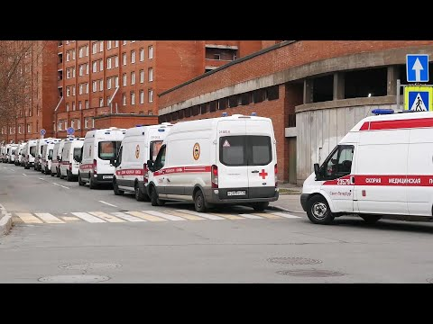 Ambulances queue for hours at St. Petersburg hospital to bring in COVID-19 patients | AFP photo