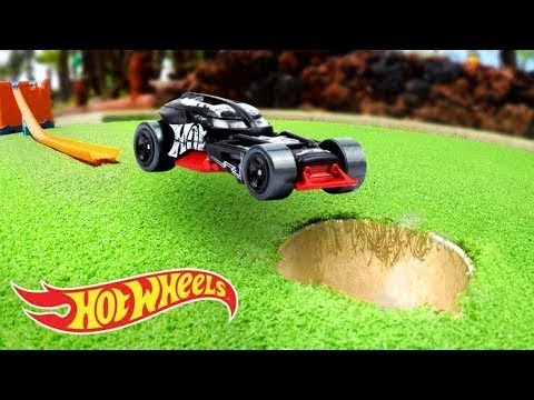 WE PLAYED MINI GOLF USING HOT WHEELS | Fast Track | Hot Wheels