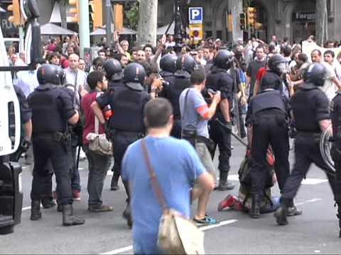 Inici del desallotjament a Barcelona