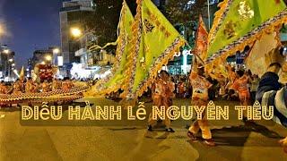 Hàng chục ngàn nguời xuống đường xem diễu hành Hội Nguyên Tiêu của nguời Hoa ở Q5