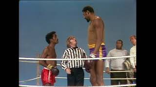 Sammy Davis Jr. vs. Wilt Chamberlain | Rowan & Martin's Laugh-In | George Schlatter