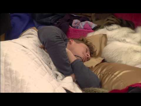 Lee Is Woken With A Kiss From Jasmine: Day 6, Celebrity Big Brother - Smashpipe Entertainment