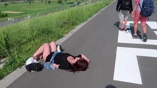 VLOG   Cuộc Sống Nhật Bản : Gái Nhật Say Xỉn Nằm Bẹp Ngoài Đường   Bạn Sẽ Làm Gì ???