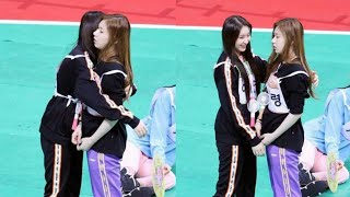 IZ*ONE's Chaeyeon & ITZY's Chaeryeong Cute Interaction at ISAC 2019