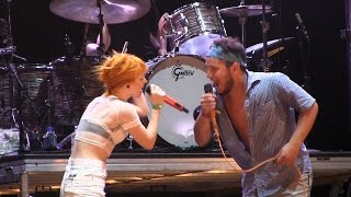 "Paramore @ Hang Out Fest- ""Misery Business"" *Fan Sings* Live 5-15-2015"