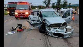 Três pessoas ficam feridas em colisão entre dois carros na ERS-401, em Charqueadas