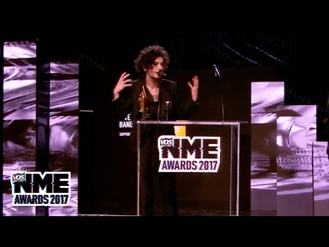 The 1975 win Best Live Band at the VO5 NME Awards 2017
