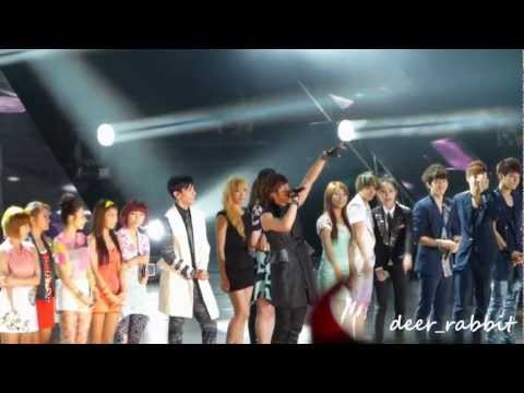 120623 [FancamHD] Music Bank in HK Ending-TVXQ & f(x)