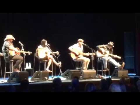 Vince Gill and James Taylor sing  incredible rare duet of Bartender's Blues with other legends!