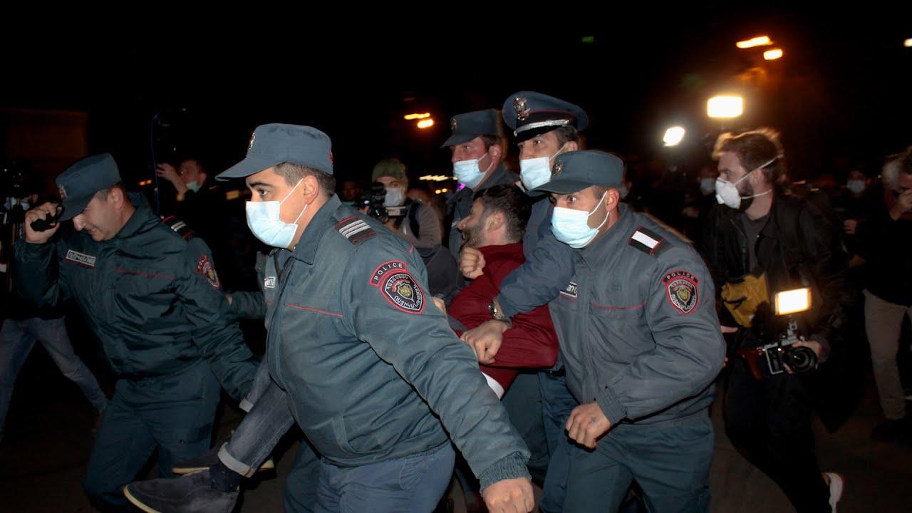 Ереван: акция оппозиции закончилась задержаниями
