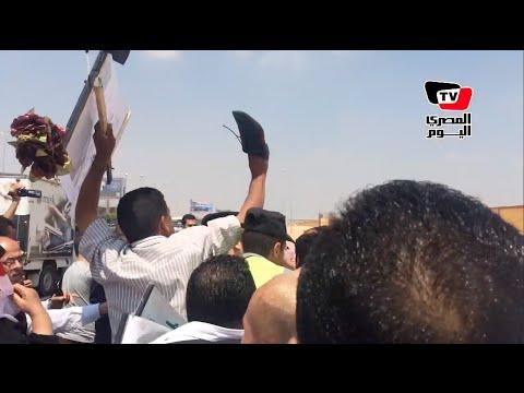 شاهد.. ضرب واعتقال مصري هتف بجنازة النائب العام: هنخلع السيسي