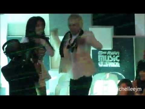 111130 SNSD Sooyoung And Super Junior Eunhyuk Dance To 2NE1 @ MAMA 2011