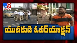 Lockdown: Innova car hits traffic constable in Vijayawada..