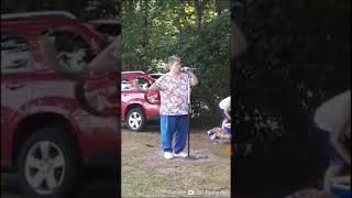 "White woman singin missy Elliot ""work it"""