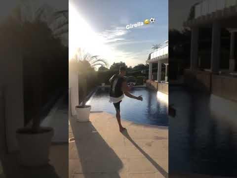 VIDEO - El Shaarawy in vacanza fa centro con la sua