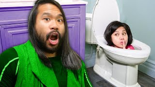 TOILET WILL NOT FLUSH! Playing Roblox Piggy IRL vs Extreme Hide N' Seek