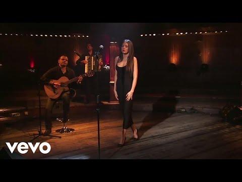 Elvana Gjata - Pak nga pak (Acoustic Live Session)