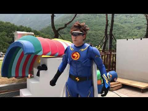 모여라딩동댕 ~번개맨과 가오나시의 대결 ^^  무대 뒤에서 열심히 연습중 이랍니다~!!! 번개맨 화이팅~!! ㅋ